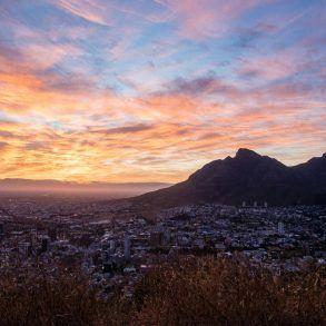 Sonnenaufgang Kapstadt vom Signal Hill