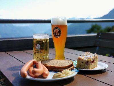 zünftige Mahlzeit im Purtscheller Haus an der Roßfeldpanoramastraße in Berchtesgaden
