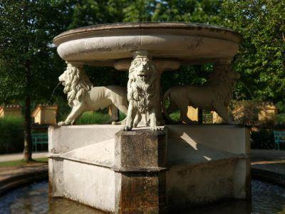 Brunnen im Garten von Schloss Hohenschwangau