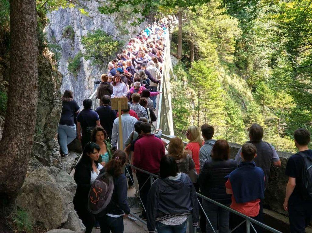 Marienbrücke voller Touris an einem normalen Wochentag