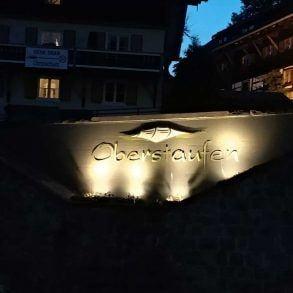 beleuchtetes Schild in Oberstaufen