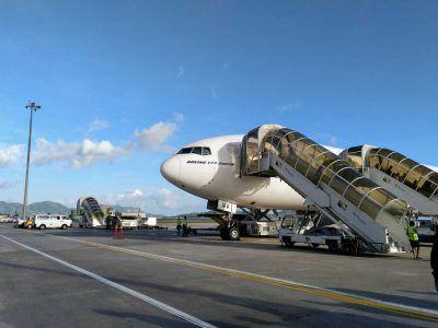 Boing 777 300er Mahé Airport Emirates auf den Seychellen