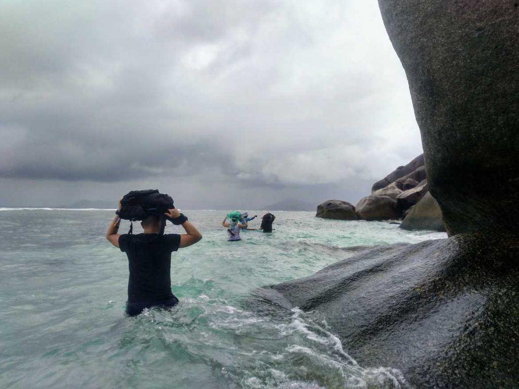 Ab durchs Meer auf La Digue Seychellen