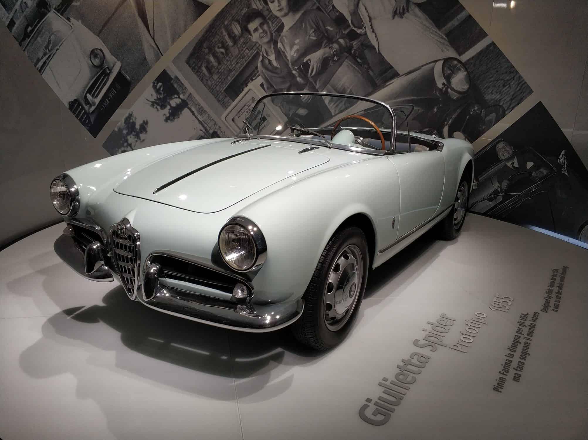 Alfa Romeo Spider im Museum in Arese Italien