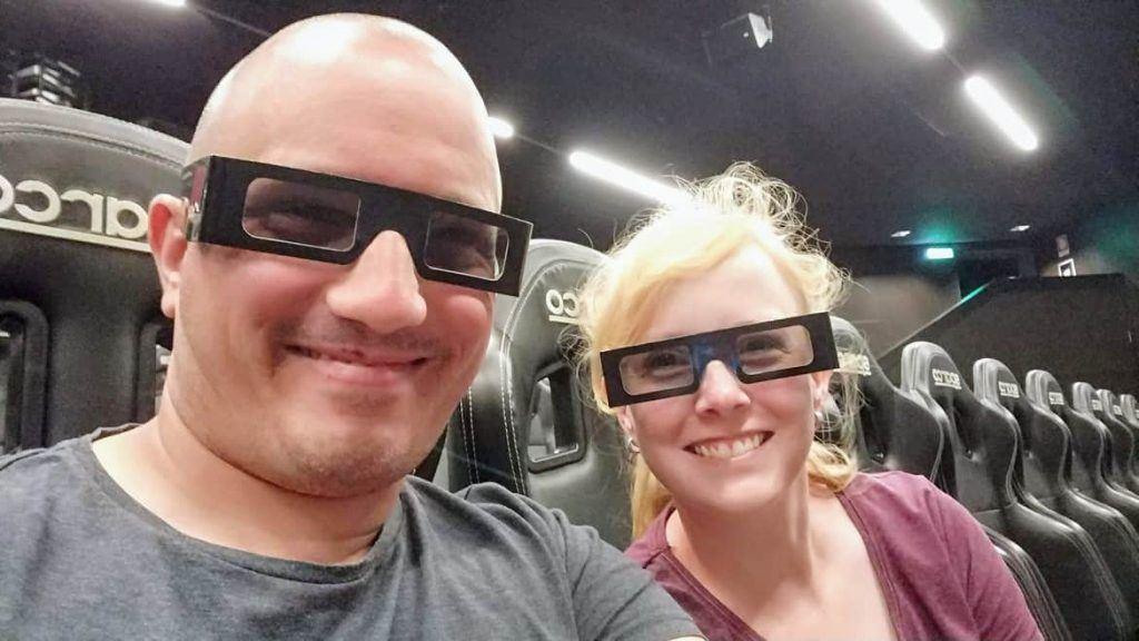 Sandra und Stephan im 4-D Kino im Alfa Romeo Museum in Arese Italien