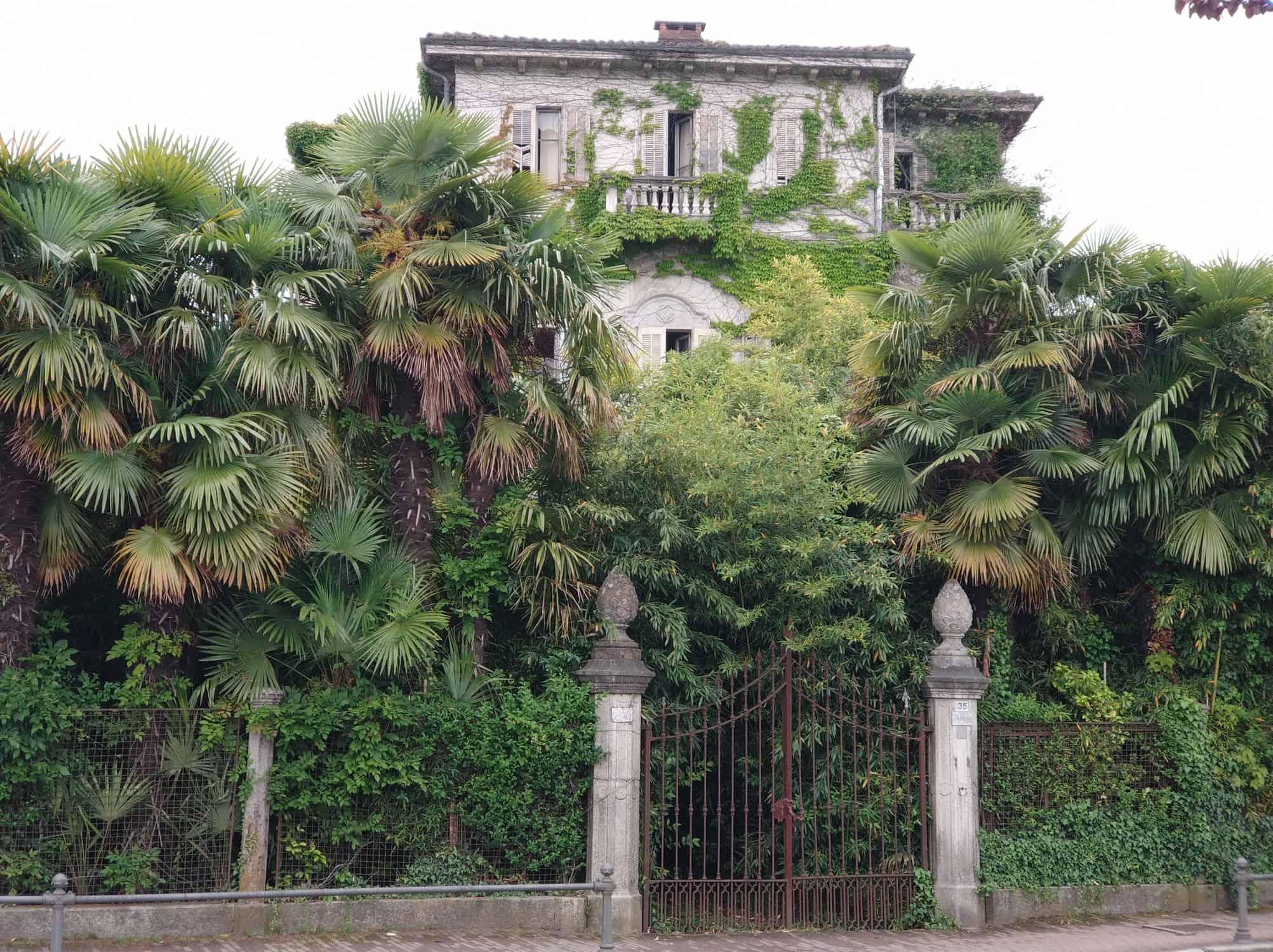 Verlassenes Gebäude am Lago Maggiore in Italien