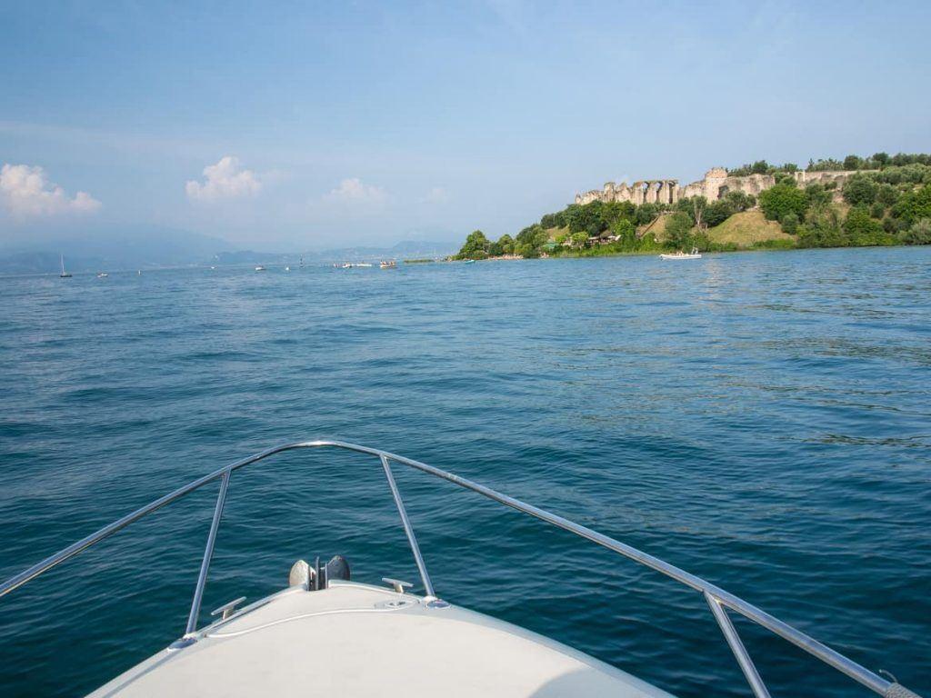 Sirmione vom Gardasee aus Italien