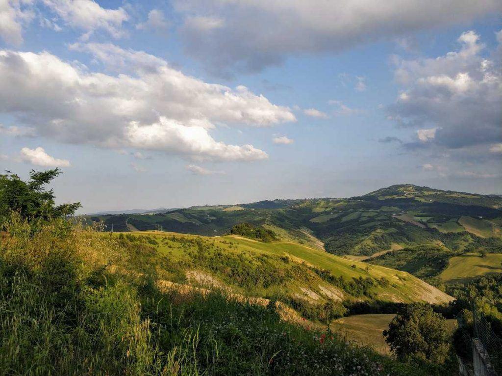 Wunderschöne Hügel in der Umgebung von Modena Italien