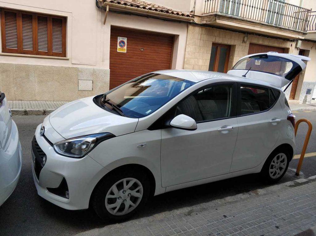 Enge Parklücke in Pollenca Mallorca