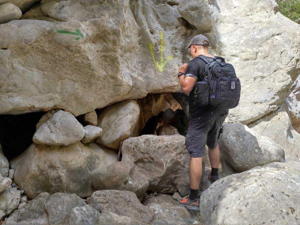Pfeile als Wegweiser im Torrent de Pareis auf Mallorca