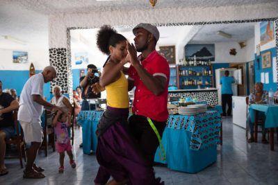 Tänzer im Restaurant Chez Loutcha in Calhau Sao Vicente Kapverden