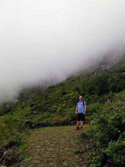 Stephan im Nebel im Paul Tal auf Santo Antao Kapverden