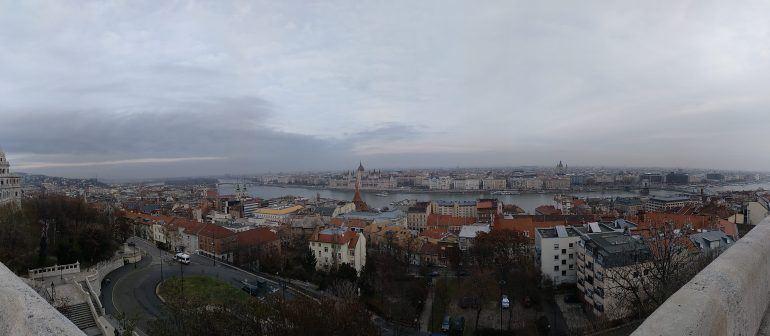 Panorama über Budapest von der Fischerbastei aus fotografiert