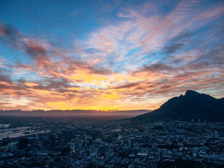 Sonnenaufgang über Kapstadt Südafrika