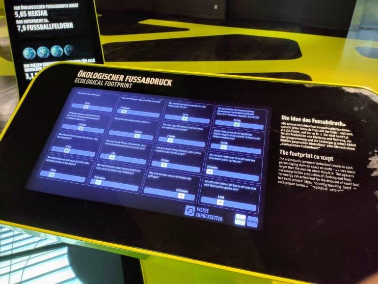 Terminal zur Ermittlung des ökologischen Fußabdrucks in der Autostadt Wolfsburg